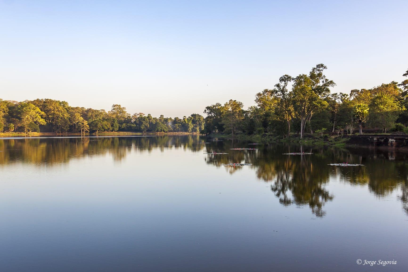 Canal de Angkor Wat: amanecer
